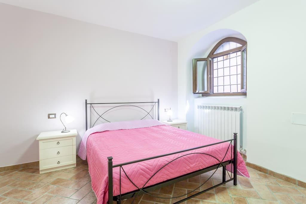 The pink double bedroom.