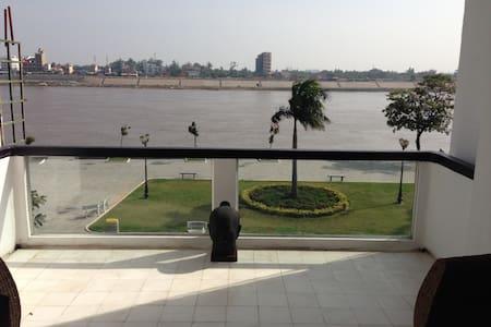 Beautiful riverside apartment - Phnom Penh - Lakás