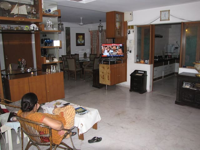 Room Central prestigious Vadodara l