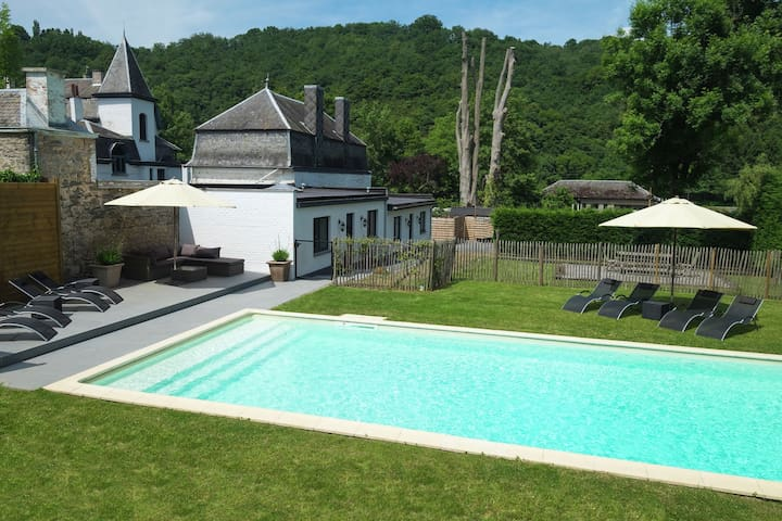 Charming holiday home along the Meuse with outdoor swimming pool