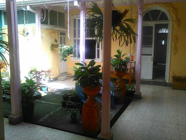 Family House with parking available - San Francisco - Rumah