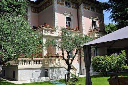 2-floor for 8 people in Villa Lucia