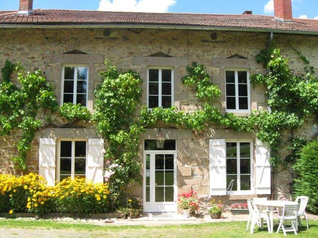"""Chambres et table d'hôtes """" Ferme de la ROCHE """" - Bonnac-la-Côte"""
