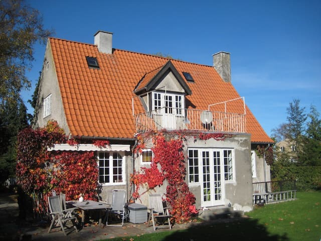 Beautiful old house, ocean, forest - Helsingor - Haus