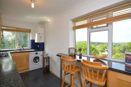 Spacious 2 bed maisonette with spectacular views - Chesham - Leilighet