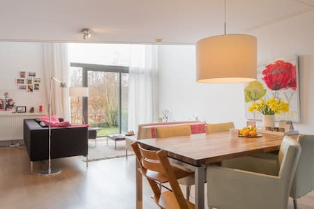 Family home 30 min from Amsterdam - Oegstgeest - Rumah