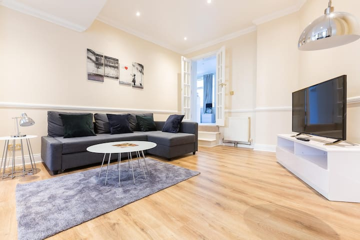Luxury Two Bedroom Apartment In Central London