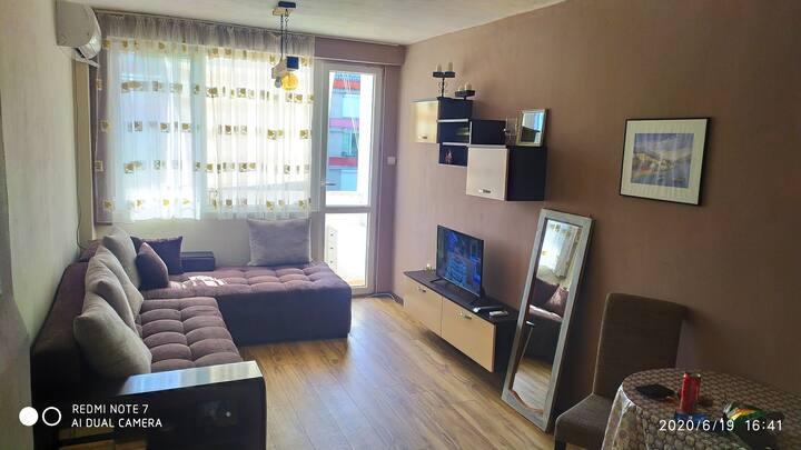 Small cozy flat Малък, уютен апартамент