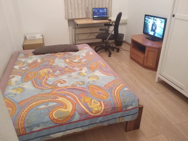 Furnished room in the city center