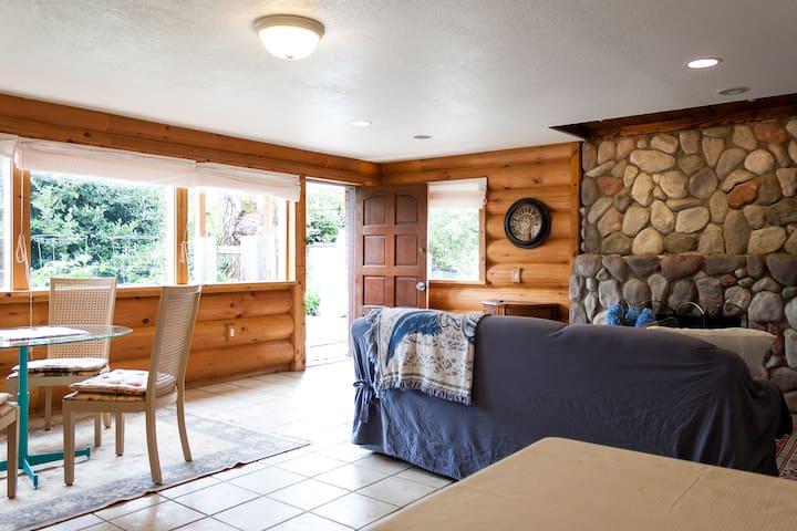 Spacious cottage style suite - Bellevue - Maison