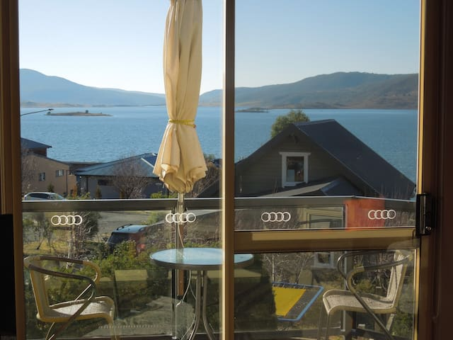 Fantastic views, modern, warm  apt - Jindabyne - Pis