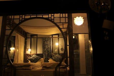 白沙自由岁月设计旅店 - Lijiang
