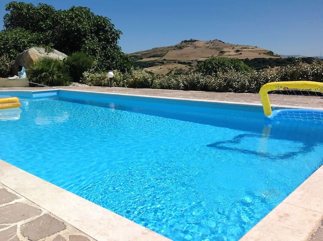 Villa with a privat pool - Sassari