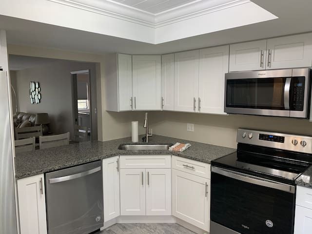 Newly renovated 2 bed 2 bathroom w/ natural light