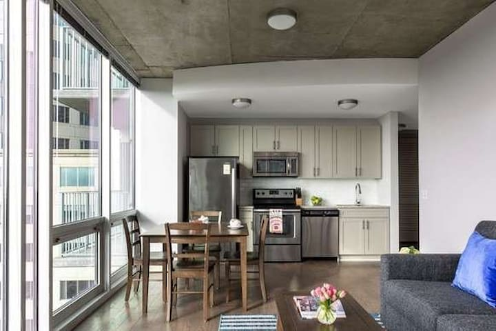 2br 2ba Uptown Apartment