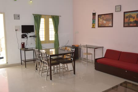 3BHK TV, AC & WiFi Vellore Garden View