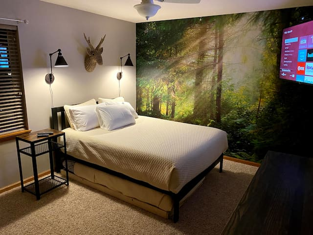 2nd Bedroom. Queen Bed with trundle
