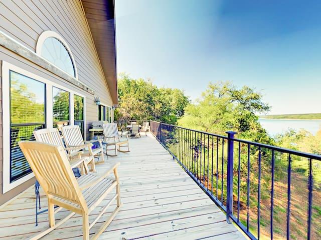 Lakefront 5BR w/ Decks, BBQ & Pool