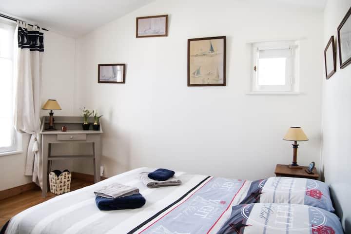 """chambre""""les bateaux""""cuisine,jardin, calme300mplage"""