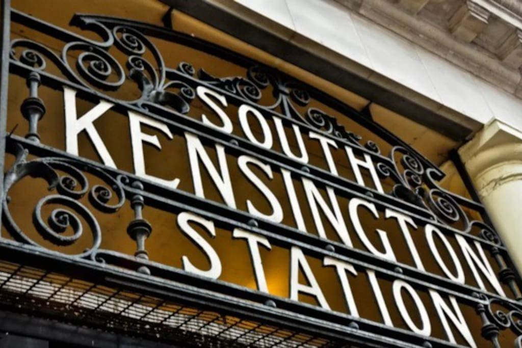 The South Kensington station is one of the most visited station given its super central positionning in central London and surrounding attractions