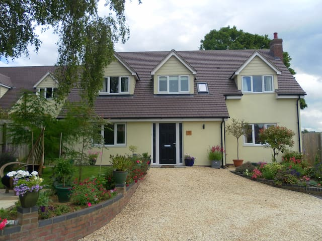 Comfy B and B in glorious Cotswolds - Ebley - Bed & Breakfast