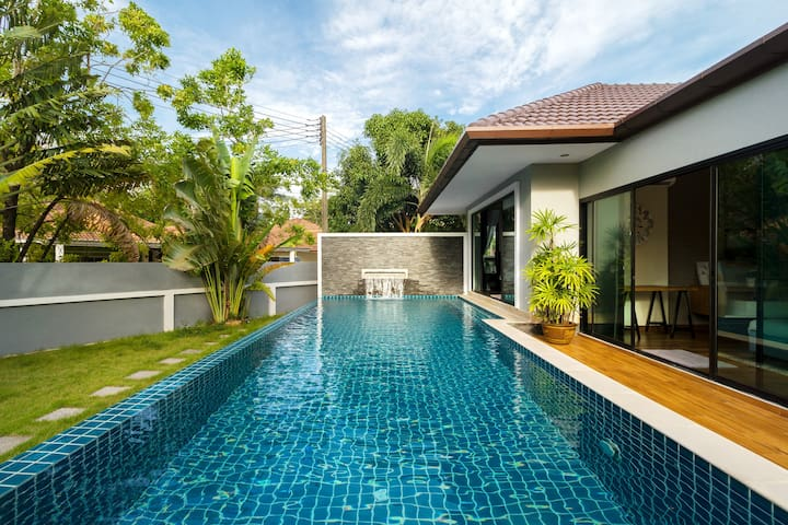 Lush Garden Pool villa 4 bedroom Close to Patong