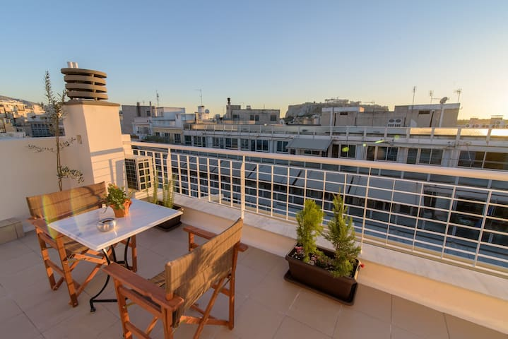 Sunny and modern apartment in Syntagma with view! - Athina - 獨棟