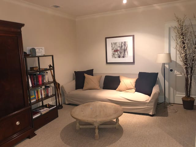 Terrace Apartment bedroom - private sitting area