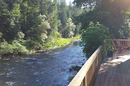 Riverfront Getaway - Washougal