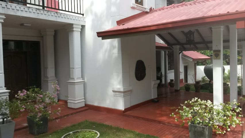IsuruHansi Villa near Colombo City