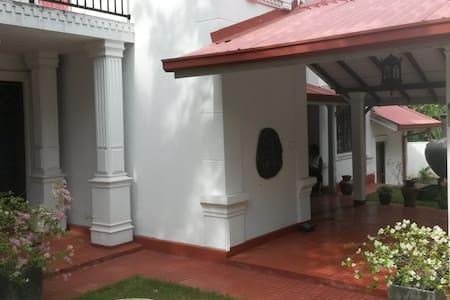 IsuruHansi Villa near Colombo City - Коломбо - Дом