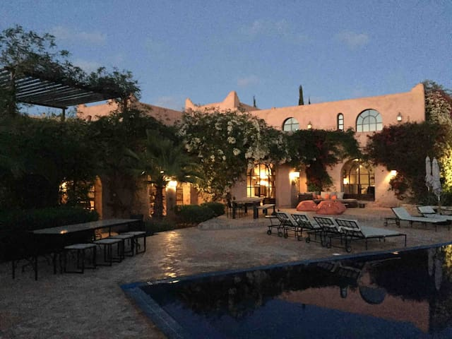 Bab A Cool, extensive villa with pool and tennis