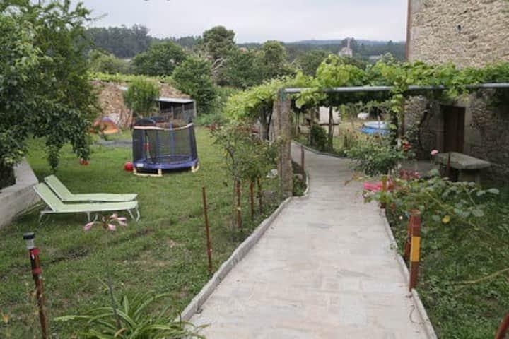 Casa Rural con corral y jardín