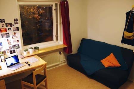 Room in Umeå, Alidhem - Umeå - Leilighet