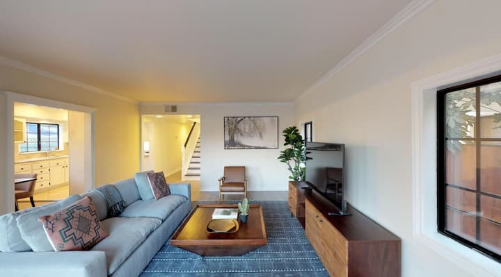 Elegant Mar Vista home with Charming Backyard