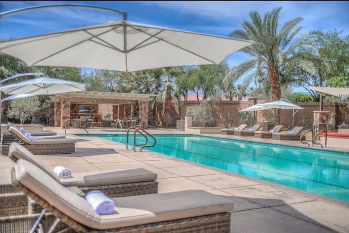 Cozy 2 bedroom 2 bath. Perfect for Coachella