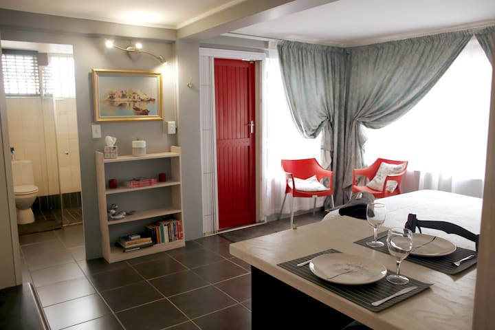 Modern, private bachelors flat