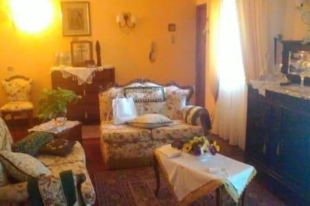 Appartamento stile retrò - Paternò, Sicilia, IT - 公寓