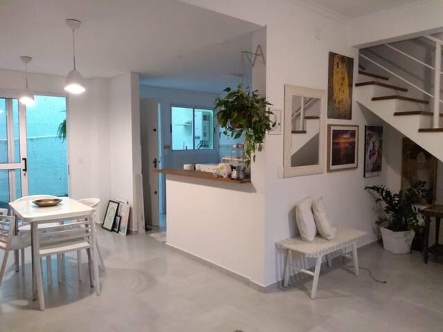 Apartamento mobiliado com piscina e área de lazer