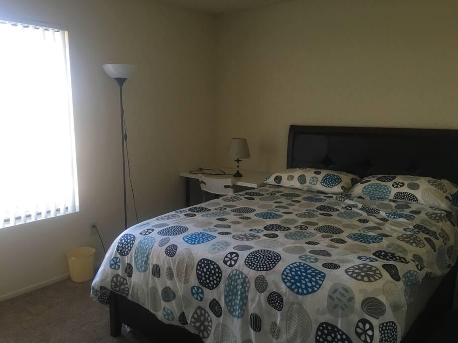 舒适干净整洁的卧室