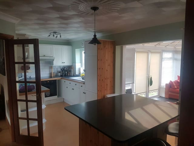 Spacious House, 5 Mins from beach - Bude - Casa