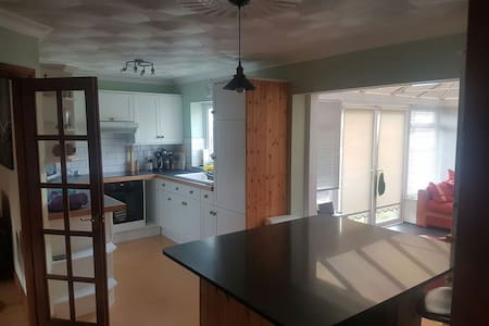 Spacious House, 5 Mins from beach - Bude