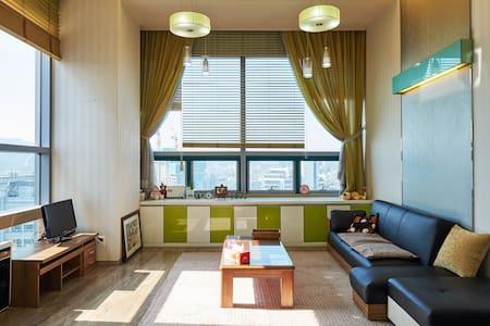 Large & clean duplex Apt. - Apartment