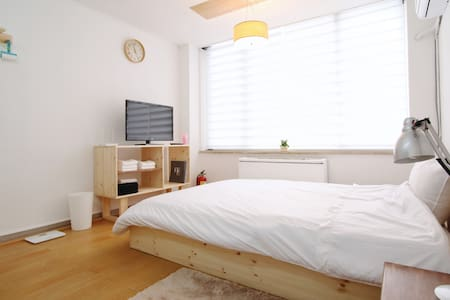 Directly connected to the airport and the subway  And  My house is located in the heart of Seoul Gangnam.  There are many restaurants and coffee shops around the hostel, a large bookstore (Kyobo Bookstore) has.  There are 24-hour security