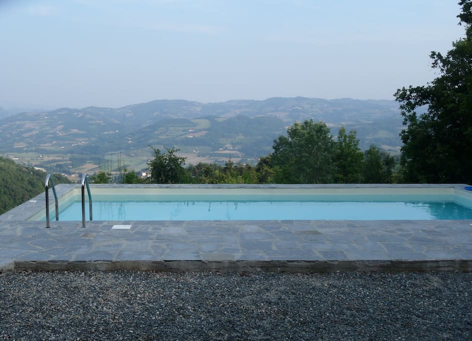 View over the pool and the Bormida Valley.