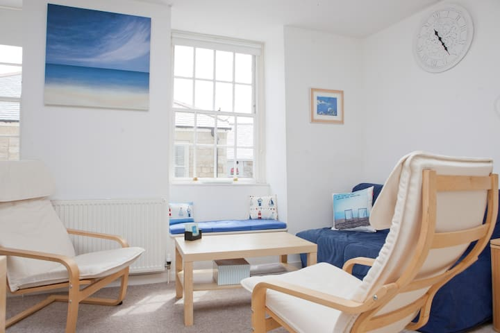 Apartment 4 - Customs House -  Sleeps 4 - St. Ives - Huoneisto