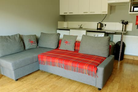 Self Contained Studio set within lovely garden - Newtongrange