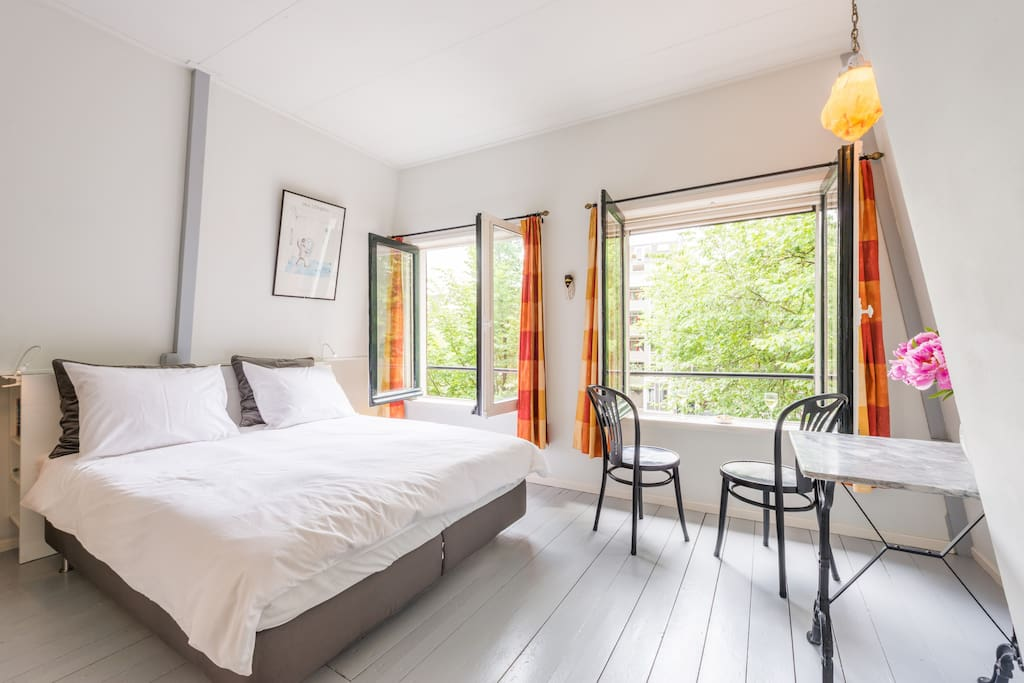 Canal terrace 2 bedroom studio prinsengracht for Chambre d hotes amsterdam