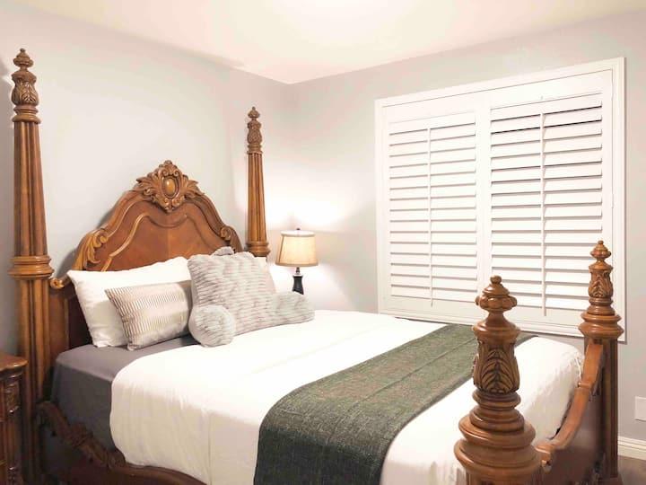 A. Super clean comfortable warm room干净整洁舒适温暖近罗兰岗