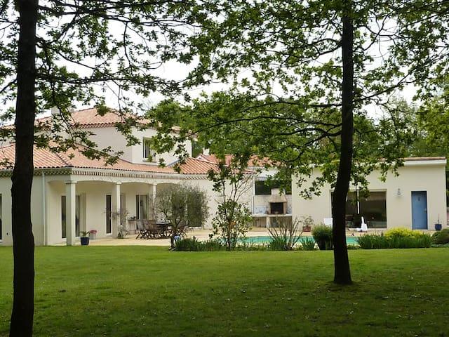Maison méditerranéenne à 15 mn du centrede Nantes - Basse-Goulaine - บ้าน